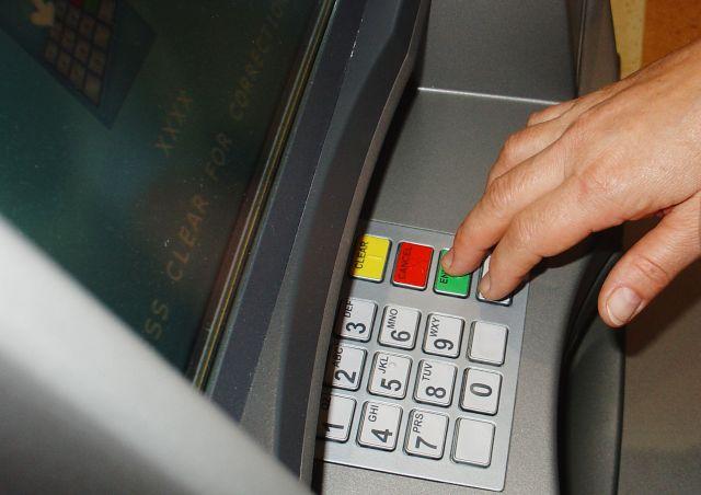 jak korzystać z bankomatu