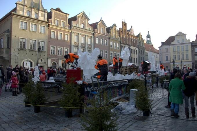 Poznań. Rzeźby lodowe. Zdjęcia