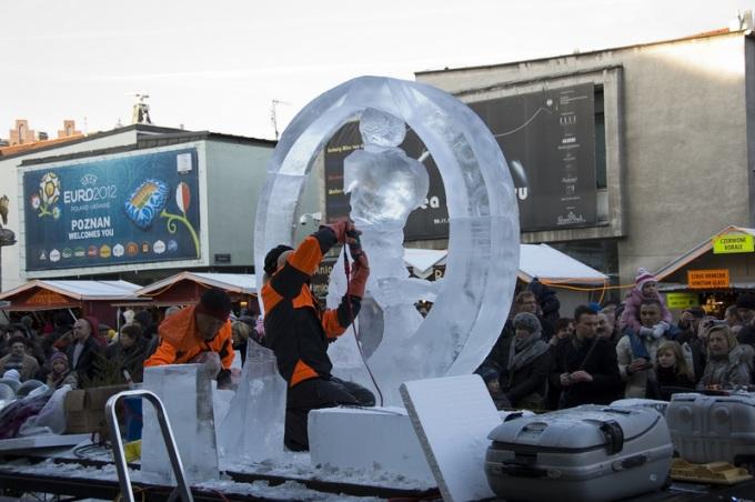 Tworzenie rzeźb lodowych