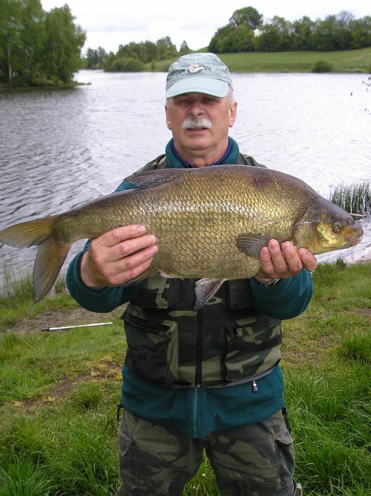 Jan Smagieł i... taaaaka ryba! Fot. archiwum rodzinne