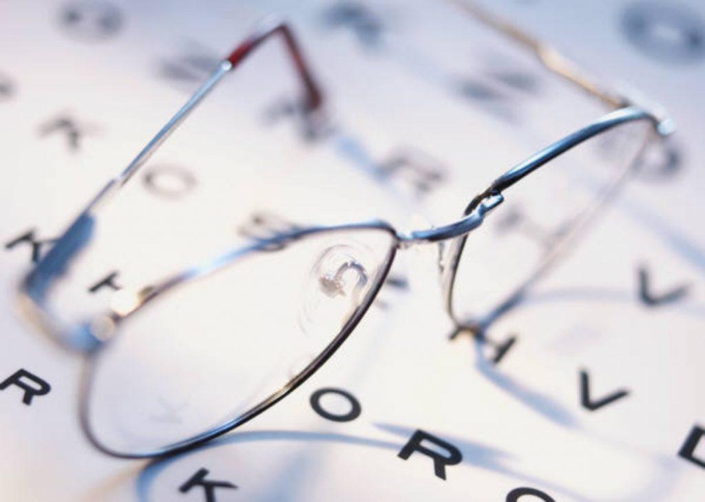 Z czasem ostrość wzroku staje się tak mała, że pozwala jedynie dostrzec światło i określić jego lokalizację, a także rozpoznać światło czerwone i zielone.