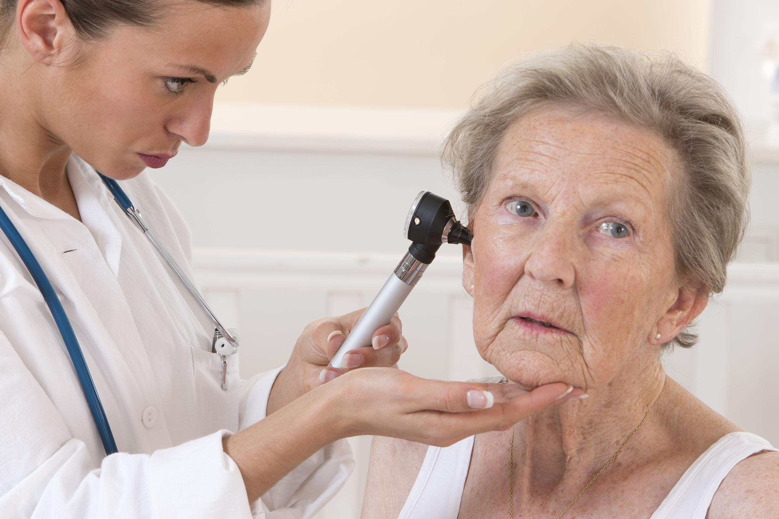 zdrowy słuch, badanie słuchu, słuch u seniora