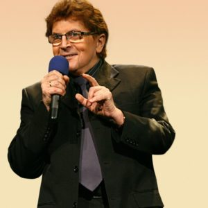 Krzysztof Cwynar to polski wokalista